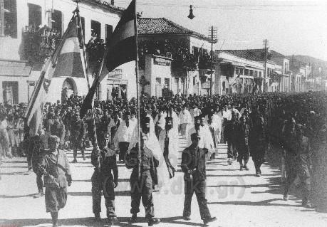 Παρέλαση του ΕΛΑΣ στην παραλία του Βόλου