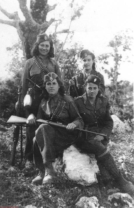 Αντάρτισσες του 54ου Συντάγματος στην Άνω Κερασιά το 1944
