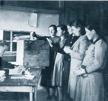 23 Απρίλη του 1944. Οι γυναίκες ψηφίζουν για πρώτη φορά. Εκλογές για την ανάδειξη του Εθνικού Συμβουλίου στην Ελεύθερη Ελλάδα