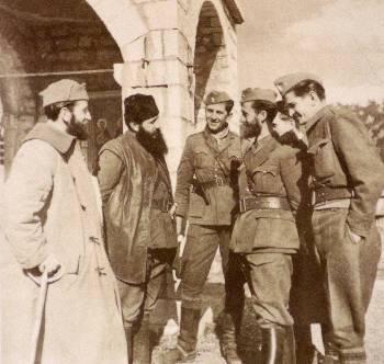 Ο Αρης με αντάρτες, στους Αγ. Αναργύρους της Βίνιανης